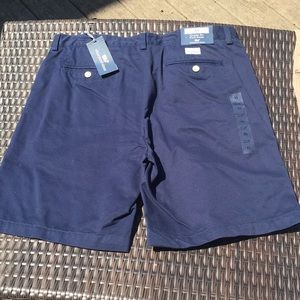 New with tags men's vineyard Vines shorts